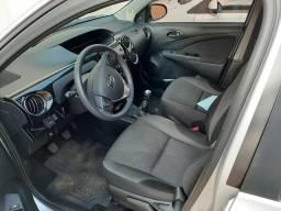 Toyota Etios hatch 1.5 Flex completo - 2017