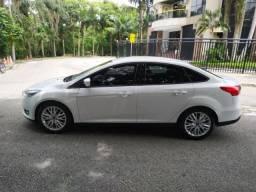 Ford Focus sedam SE 2.0 Automático 2018 acredite só 13000 kms