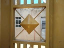 Alugo casa no Santa Emília obs luz dívida uma casa no fundo