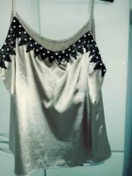 2 blusas GG uma em cetin dourado linda outra renta top