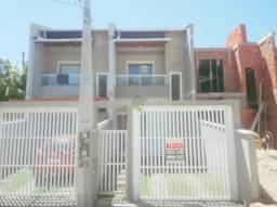 Aluga-se casa geminada, contendo 02 dormitórios sendo 01 deles com sacada, banheiro social