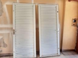 Vendo duas portas veneziana de aço