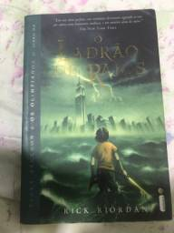 Livro Percy Jackson - O ladrão de Raios
