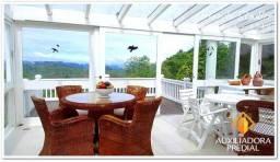 Casa em Gramado com Vista Cinematográfica às margens do Lago Negro, 4 quartos e suítes