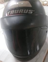 Vendo capacete tauros usado
