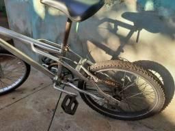 Bike a venda. Valor R$500,00 troco por aparelho de som