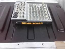 Mesa de som Behringer 4 canais
