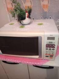 Vendo ou troco um micro ondas e um forno elétrico Philco 42 Ltrs os 2 juntos