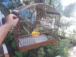 Gaiola de madeira para pássaro grande