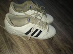 Sapato novinho, só está sujo usado poucas vezes