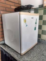 Frigobar Consul 76 litros impecável