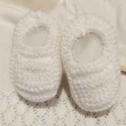 Sapatinho de Bebê de Tricô Branco - 0 a 3 meses