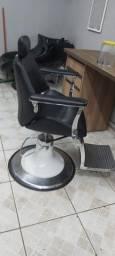 Cadeira para barbearia e salão semi nova