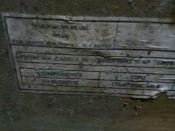 Caixa de madeira antiga da marinha
