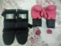 Kit Muay Thai Esporte Total: Luvas + bandagem + caneleira