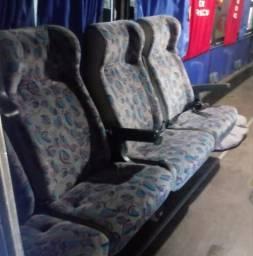 Bancos reclináveis de ônibus