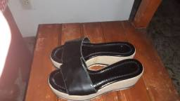 2 sandálias semi novas num 35