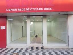 Aluga-se sala comercial na Avenida 20 de Agosto, ao lado da Praça Getúlio Vargas