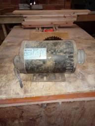 Motor de indução trifasico
