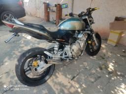 Moto Hornet impecável