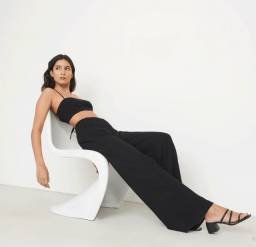 Calça preta de viscolycra ampla linda