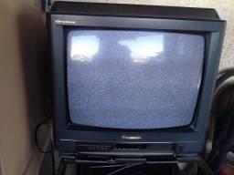 TV tubo Panasonic funcionando.
