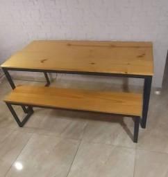 Mesa com banco estilo industrial
