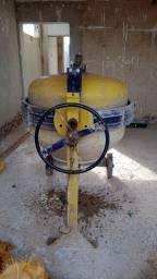 Vende-se betoneira 1600 R$