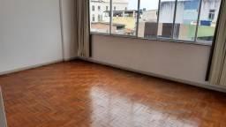 Alugamos Apartamento com 3 quartos, dependências e elevador na entrada do Tororó