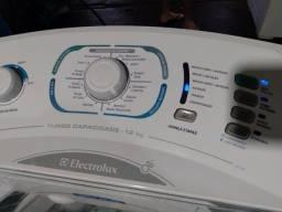 Máquina de lavar roupas.