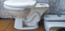 Vaso sanitário com caixa aclopada