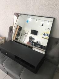 Bancada de cabeleireiro com espelho
