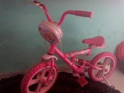 Bicicpeta das princesas. da ate uns 7 anos