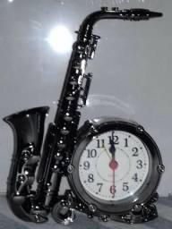 Relógio Enfeite Instrumento Musical Saxofone 13x16cm