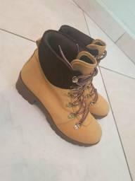 Calçados femininos 33/34 rasteirinhas R$30 / tênis e bota R$70