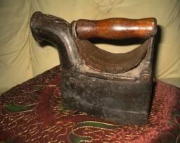 Ferro à Brasas Antiguidade