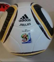 Mini bolas das copas de 2002 ( Fevernova) e de 2010 ( Jabulani) 9000fc4f3c64c