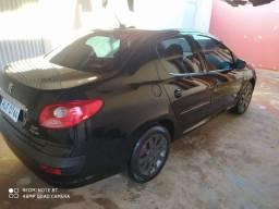 Vendo carro 2010 completo