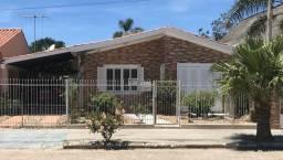 Casa São Lourenço - 3 dormitórios e garagem para 3 carros