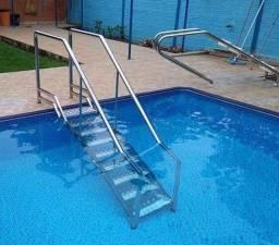 Escada com corrimão para piscina