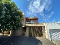 Casa para aluguel, 5 quartos, 4 suítes, 2 vagas, Tabajaras - Uberlândia/MG