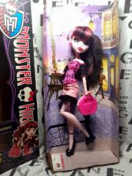 Boneca monster high draculaura