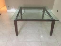Mesa de jantar de 1,50 × 1,50. Tampo de vidro.