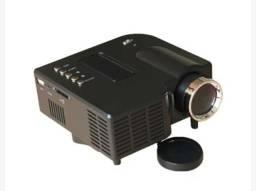 Mini projetor 200 lúmens