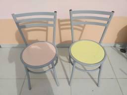 Conjunto de mesa com 4 cadeiras em fórmica  com pintura eletrostátic