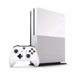 Título do anúncio: Xbox One S com 2TB de HD e dois joysticks