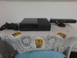 X box Slim, HD 250gb, Kinect,  2 controles, Defeito No Leitor óptico.