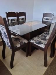 Conjunto sala de jantar, mesa de vidro com 6 cadeiras. Incluso tapete 2,00 X 2,50.