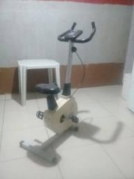 Um bicicleta  de fazer ginástica