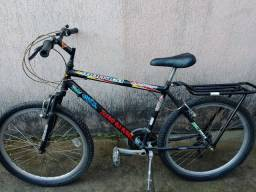 Bicicleta 18 machas Aro 26 semi-nova
